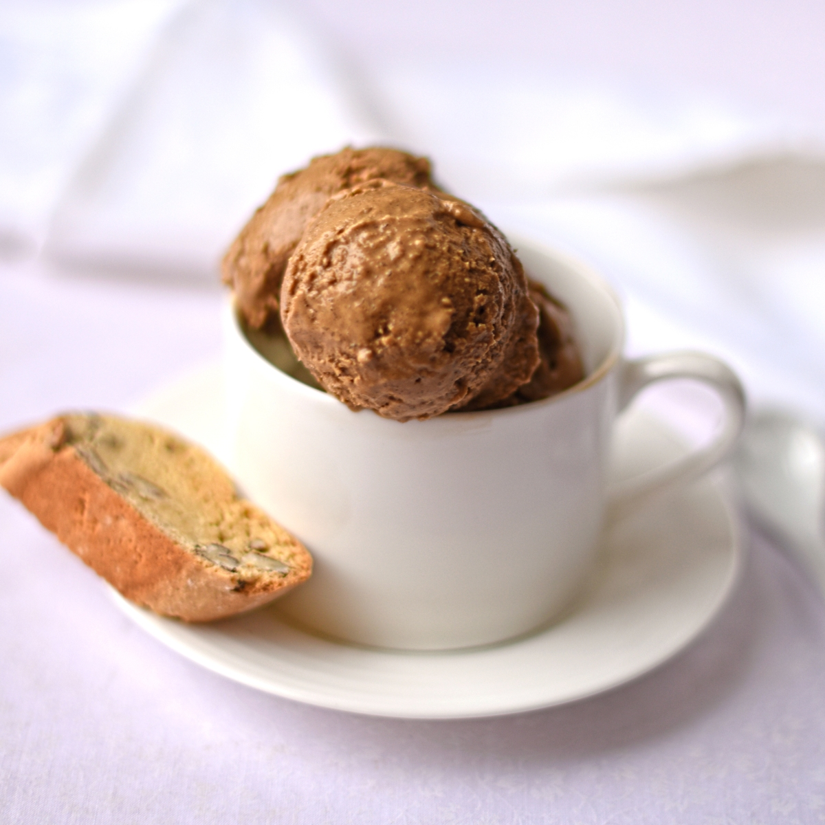 coffee ice cream with pecan biscotti