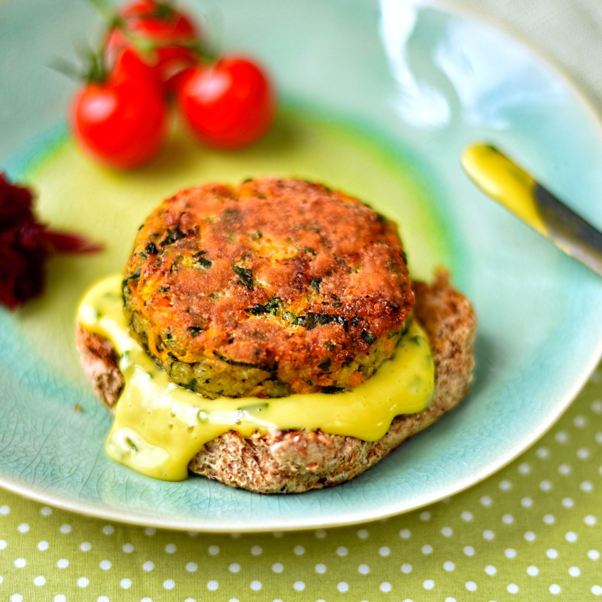 carrot, courgette and halloumi burgers with chive aoili